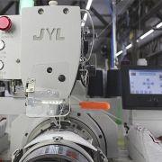 Máquina de Costura na Aba Curva